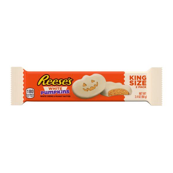 Paquet orange et blanc de la marque Reese avec à l'intérieur 2 cups en forme de potiron au beurre de cacahuète et enrobé de chocolat blanc